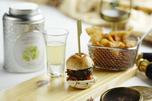 Fragrant Green tea & jasmine burger