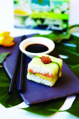 GREEN TEA WITH JASMINE PETALS, SMOKED SALMON SUSHI
