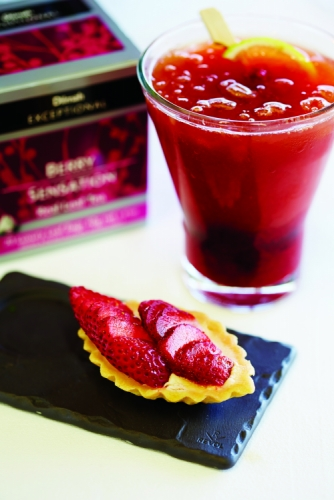 STRAWBERRY CAPRIOSKA WITH DILMAH BERRY SENSATION ICE CUBES