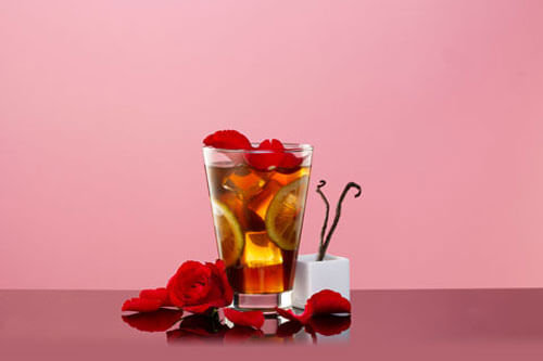 Rose and Vanilla Iced Tea with Hibiscus flowers
