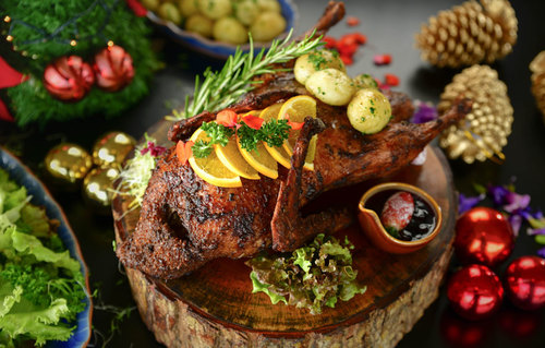 Christmas - Roast Duck with Blueberry and Pomegranate Tea Sauce
