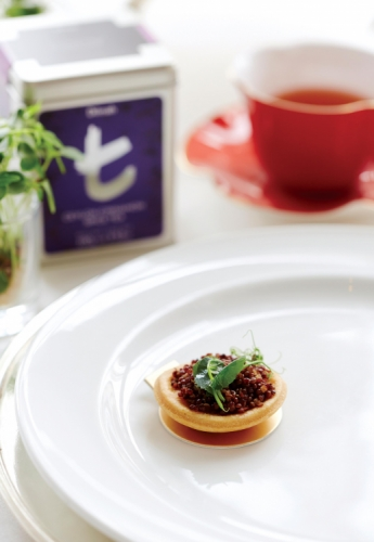 CEYLON CINNAMON SPICE TEA AND RED QUINOA SERVED WITH NUTMEG QUICHE