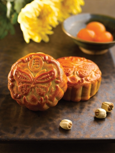 Traditional Baked Mooncake with Salted Egg & Lotus Paste