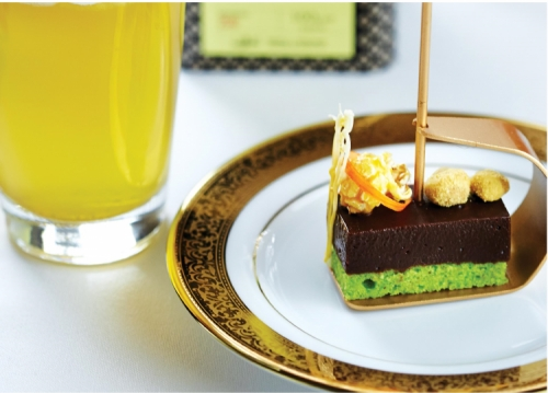CHOCOLATE BAR WITH SALTED CARAMEL POPCORN WITH PISTACHIO FINANCIER
